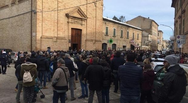 Hotel Rigopiano, ai Funerali Parroco di Castignano contro le Istituzioni