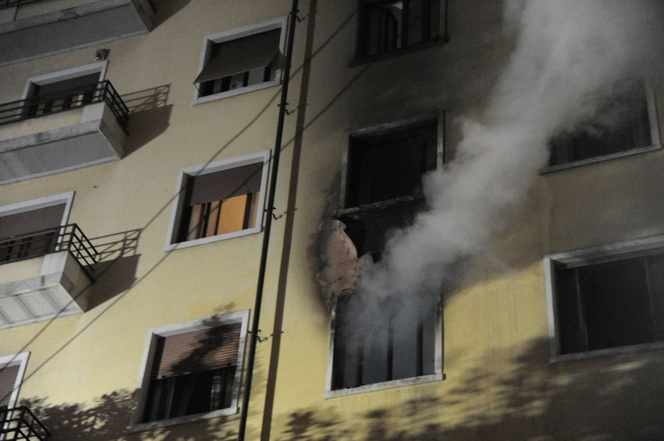 Due incendi a Milano, fiamme all'istituto Marangoni e in via Monteverdi