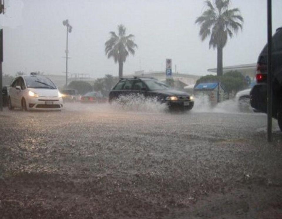 Maltempo, bombe d'acqua e allerta rossa in Sicilia scuole chiuse a Catania