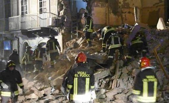 Catania, crolla palazzina di tre piani: 1 vittima