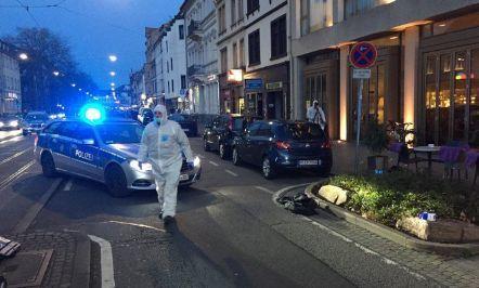Auto contro folla in Germania, 3 feriti dimensione font +