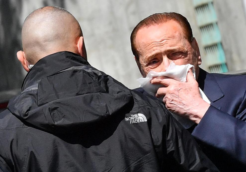 Berlusconi scivola a Portofino, ferita al labbro e punti di sutura