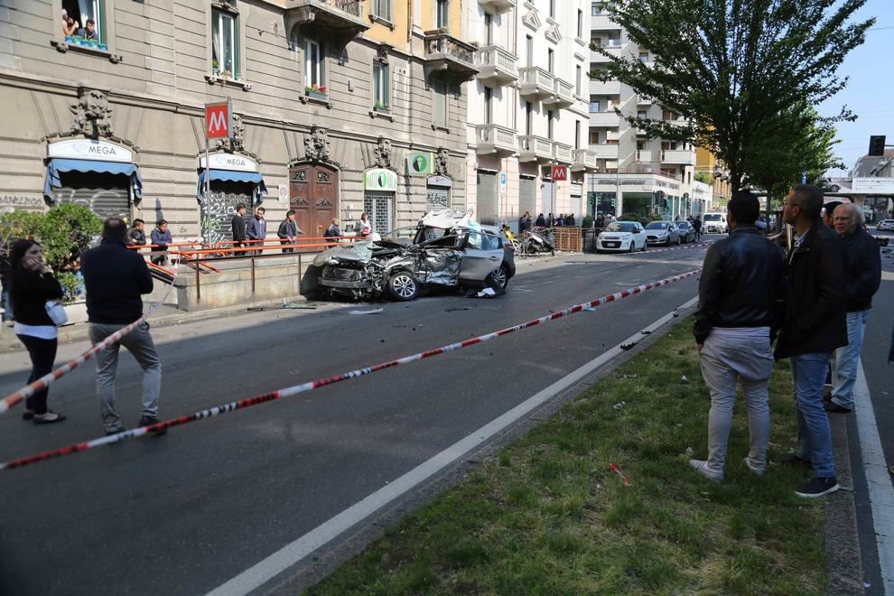 Schianto a Milano, uomo muore, investitore fugge a piedi
