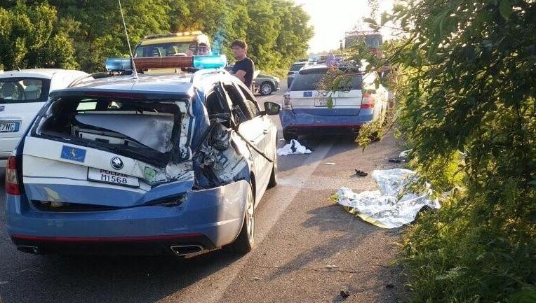 Chiari, auto 'impazzita' travolge quattro agenti