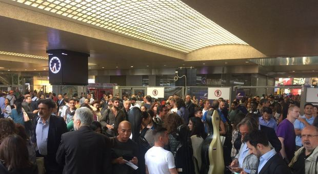 Black out alla stazione Termini. Treni bloccati