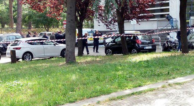 Roma, esplosione in strada in Viale Aventino. Vigili sul posto