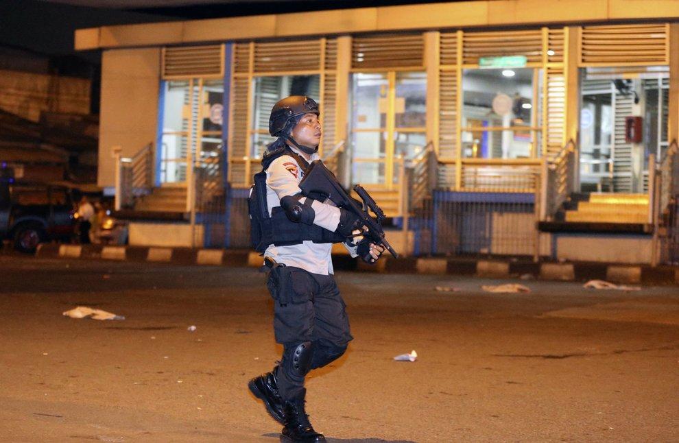 Due esplosioni hanno colpito una stazione di autobus a Jakarta