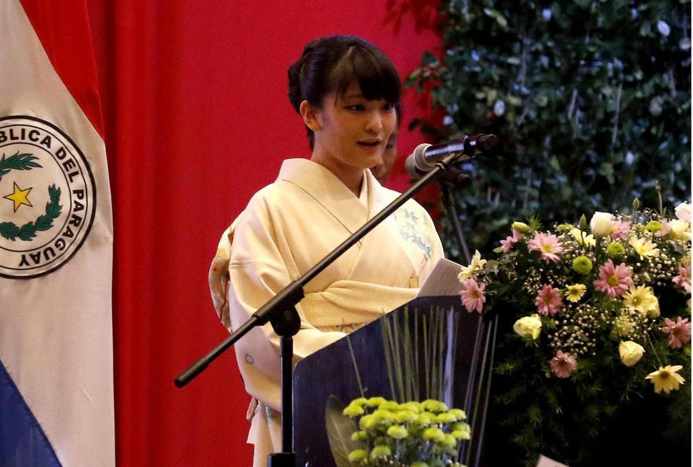 Giappone, la principessa Mako rinuncia al titolo per amore