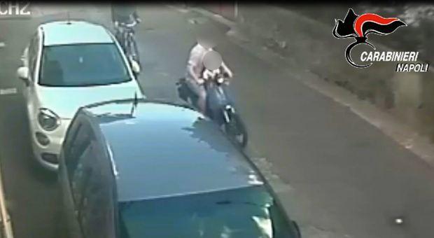 Volla: in scooter con il figlio di 4 anni, tenta scippo. Arrestato