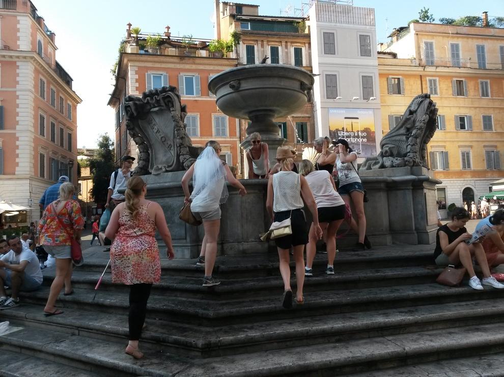 Roma, chiede soldi ad un amico al rifiuto prima lo ferisce e poi gli ruba il cane