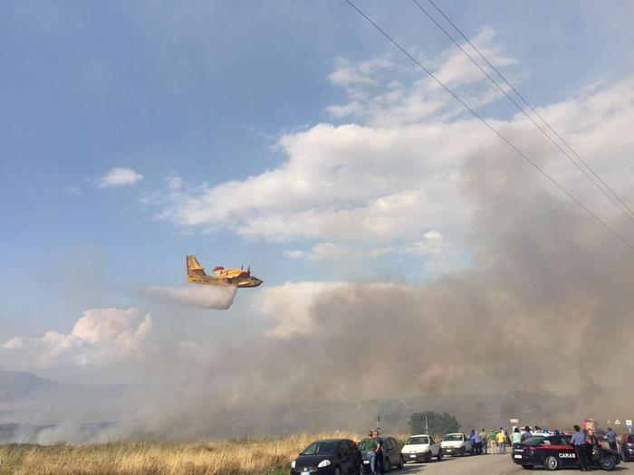 Incendio alle porte di Iglesias. Case evacuate a Monteponi