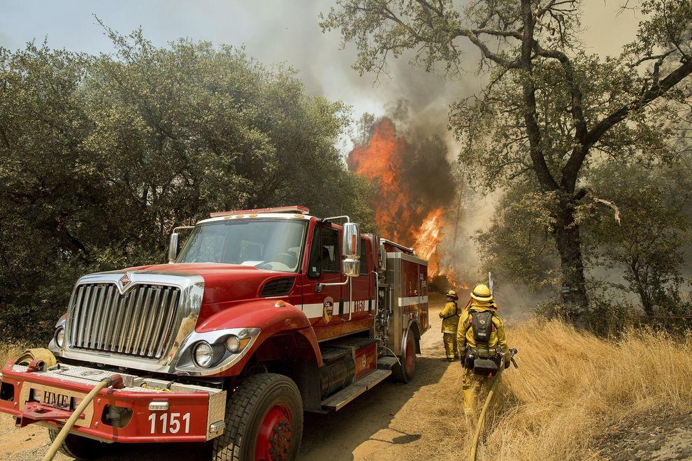 California in fiamme: evacuate migliaia di persone, distrutte centinaia di case