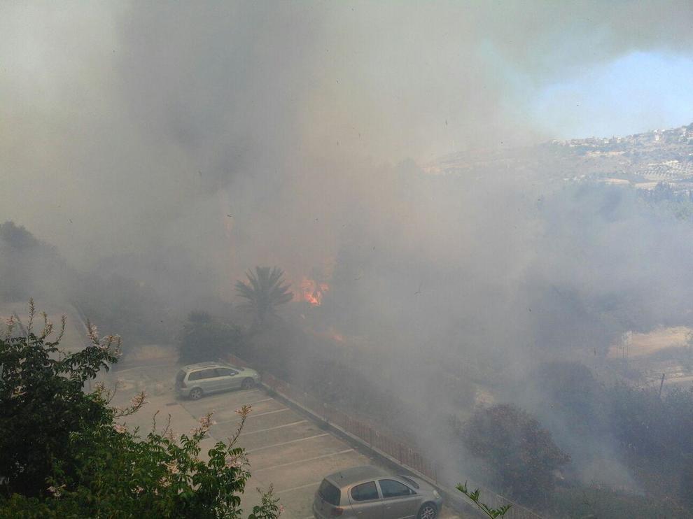 Sciacca, incendio in centro: evacuate alcune abitazioni