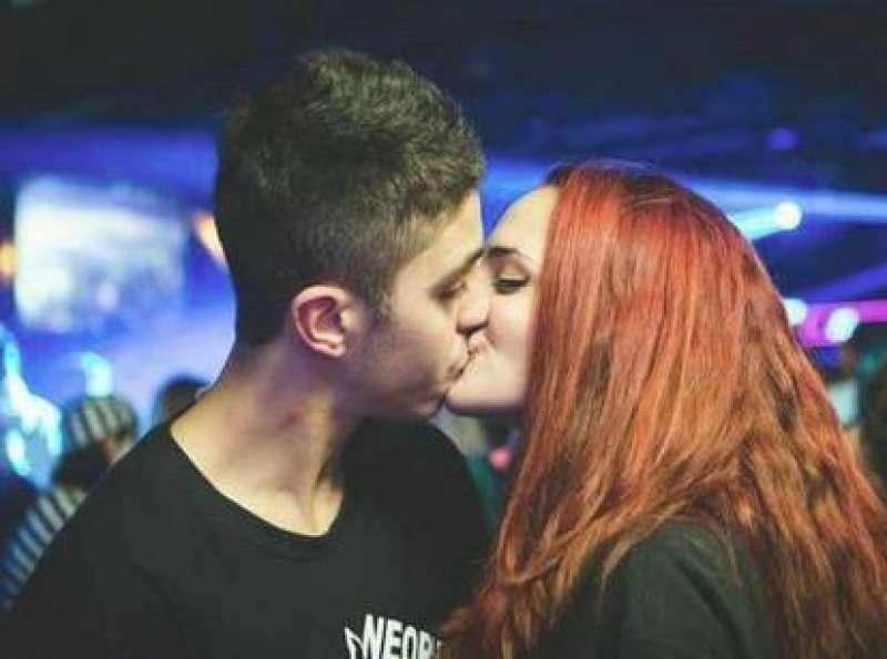 16enne morta per droga - Telecamere riprendono l'indifferenza dei passanti