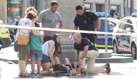 Barcellona, un italiano tra le vittime. Moglie: morto davanti ai figli