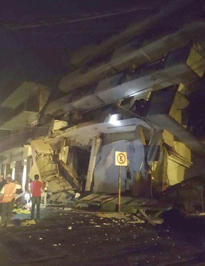 Paura in Messico, terremoto di magnitudo 8. Allarme tsunami
