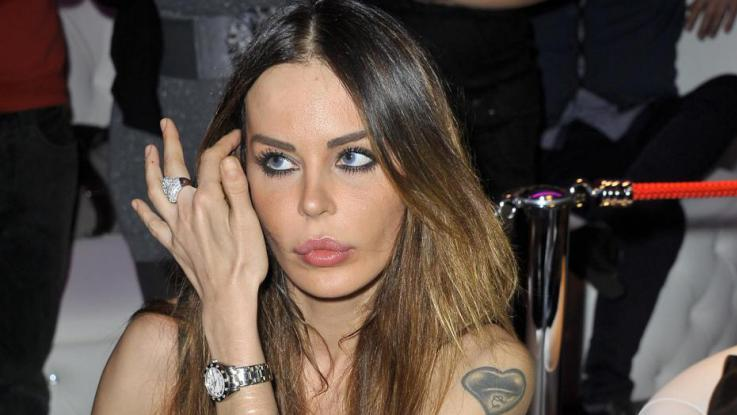 Nina Moric a processo a Milano: diffamò un suo follower su Twitter