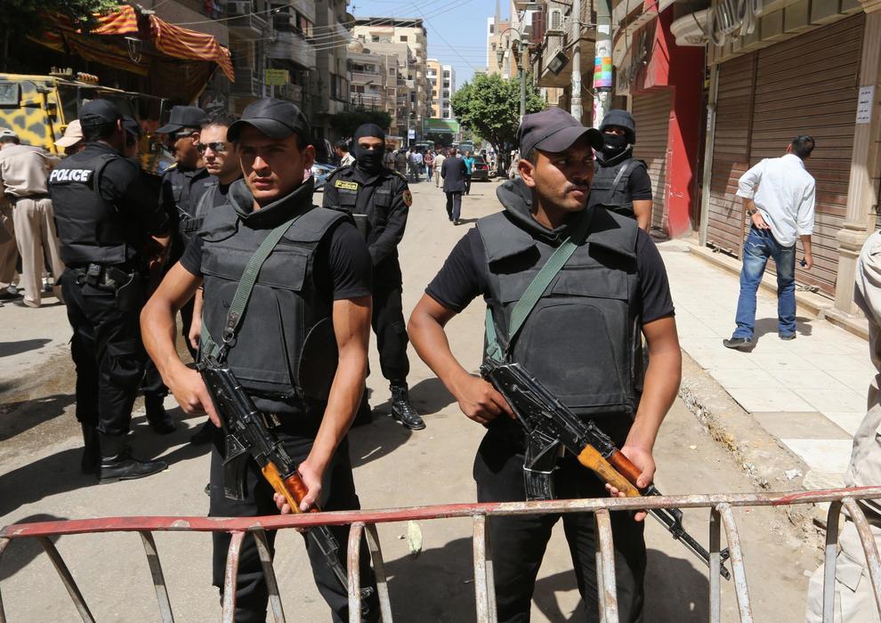 Egitto, oltre 50 poliziotti uccisi da terroristi nel deserto