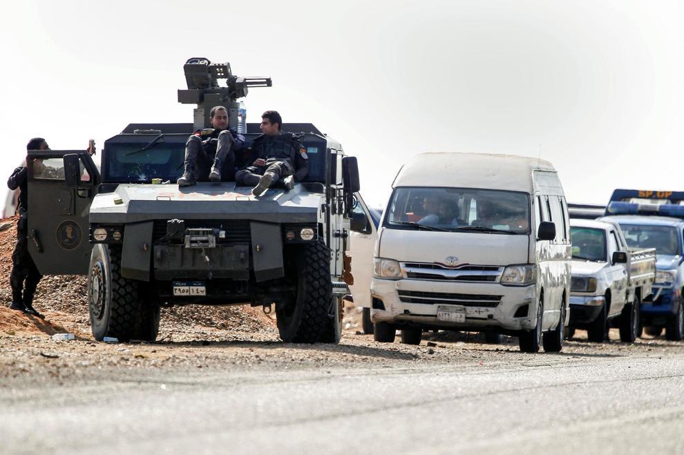Egitto. Raid anti militanti, morti agenti