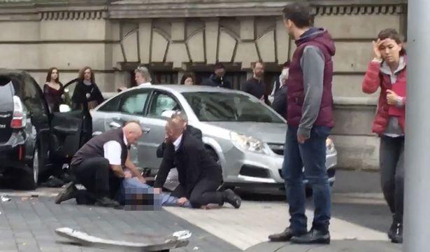 Ultima Ora a Londra: auto lanciata contro pedoni