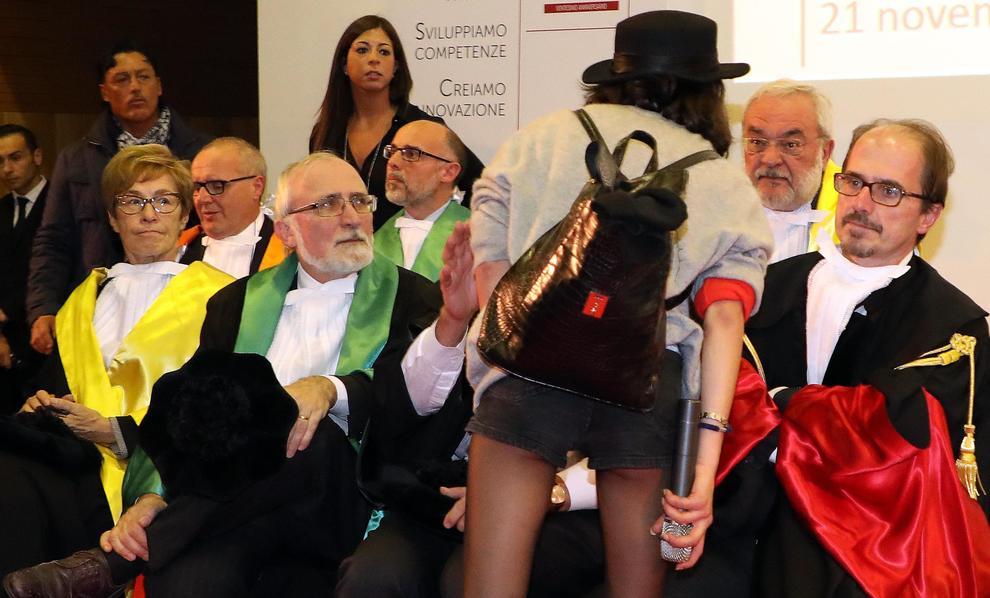Milano. Studenti irrompono alla Bicocca per contestare Valeria Fedeli
