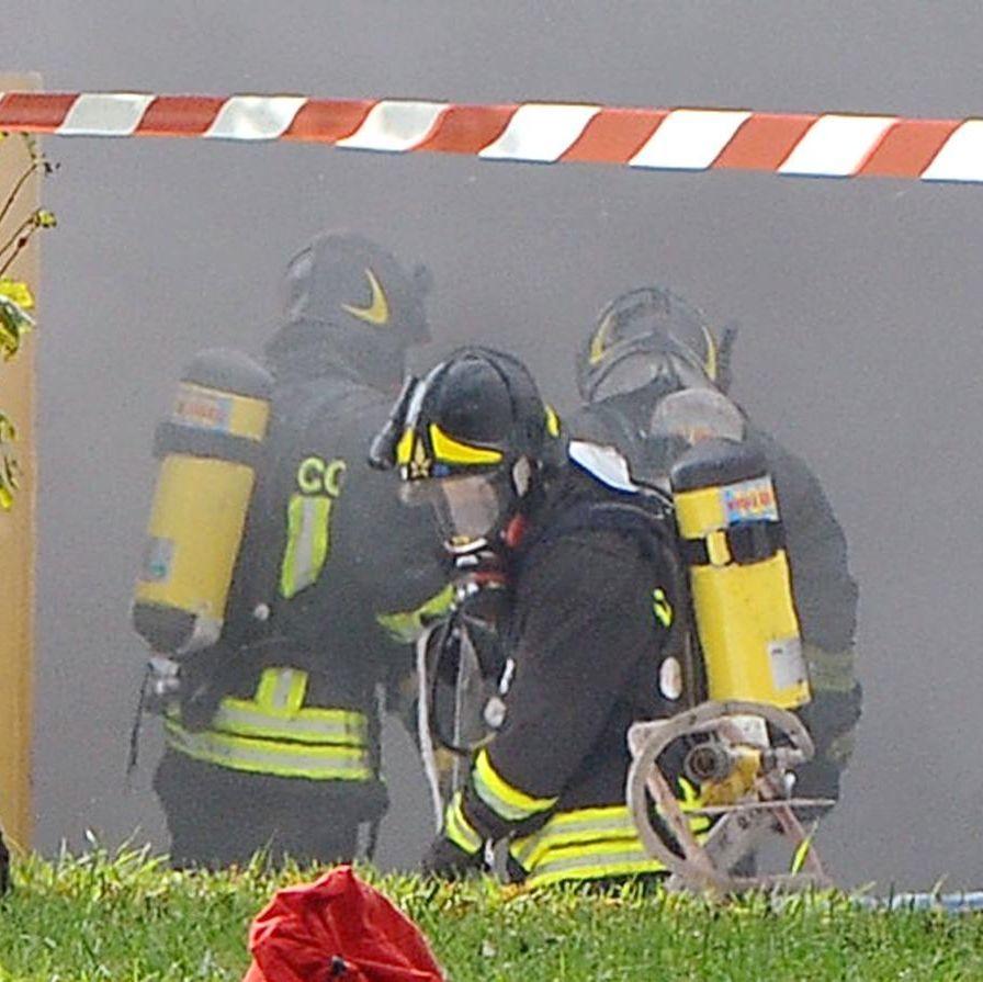Incendio in casa marito e moglie muoiono bruciati vivi for Costruisci mentre vai a casa