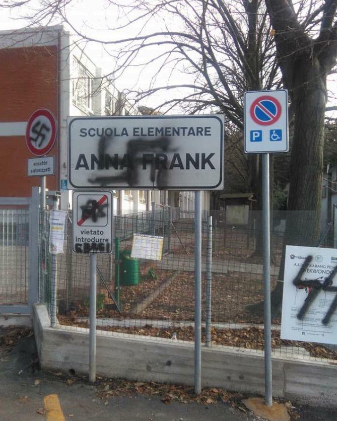 Svastiche alla scuola elementare Anna Frank,