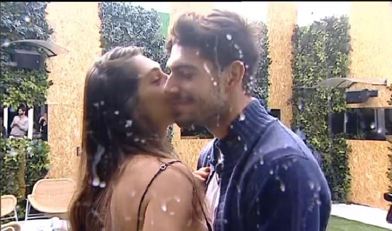 Grande Fratello Vip: scatta il bacio tra Aida Yespica e Jeremias Rodriguez