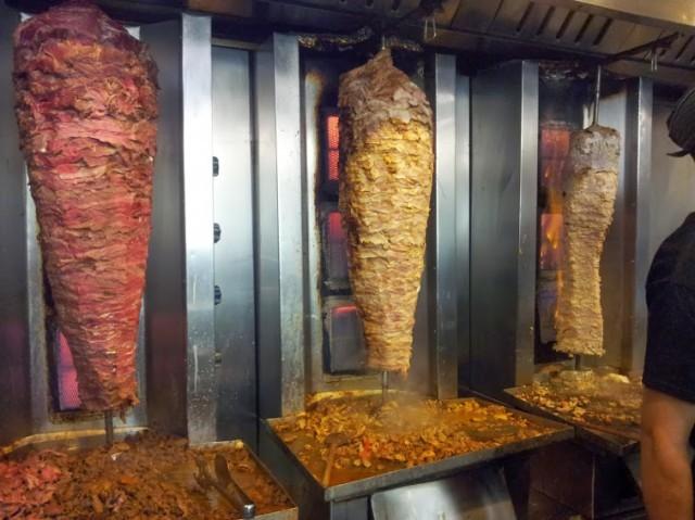 Addio kebab? Il Parlamento Ue pronto a vietare l'uso di fosfati