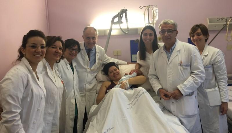 Donna incinta operata per grave tumore ha partorito: sta bene