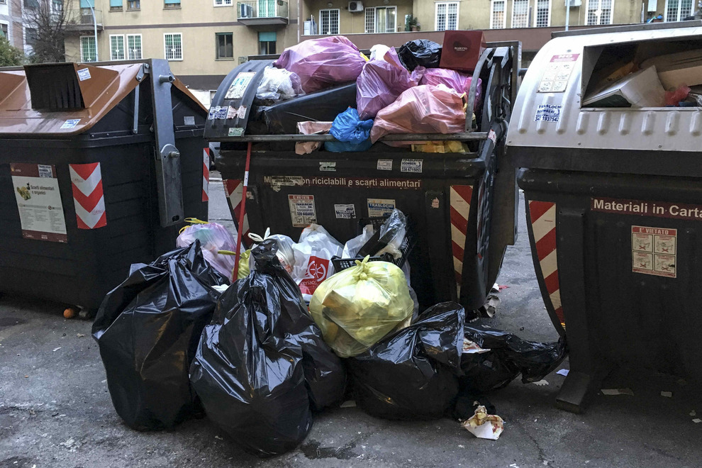 Rifiuti a Roma, Galletti: