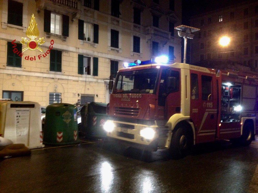 Genova, crolla soffitto centro accoglienza: feriti 7 migranti