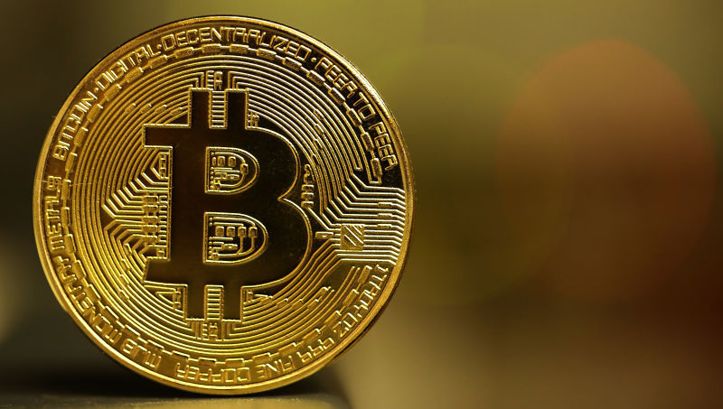 Bitcoin in calo sotto i 12.000 dollari