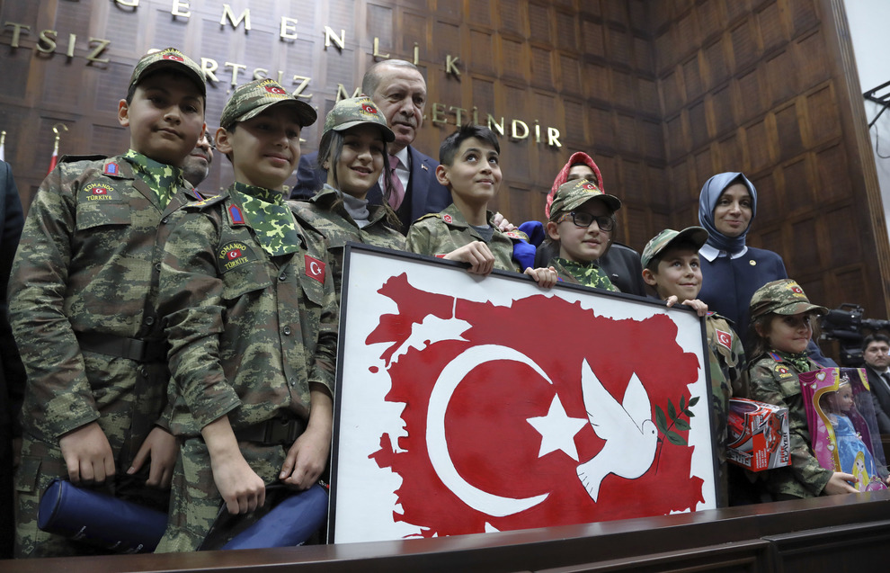 Turchia: colpi di avvertimento contro forze filo-Assad ad Afrin