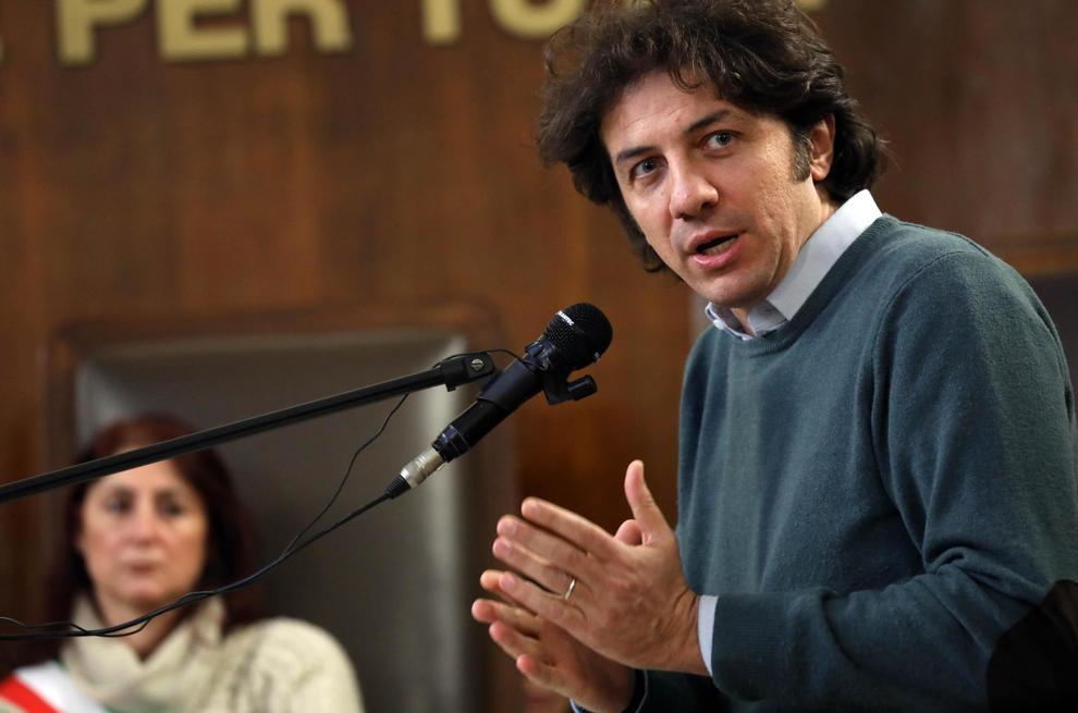 Dj Fabo, giudici non decidono per Cappato: sollevata legittimità costituzionale del reato