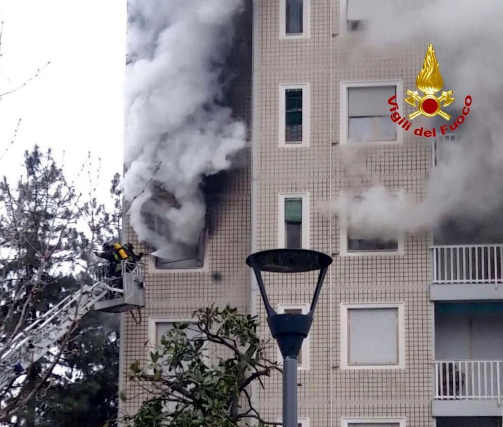 Milano, incendio in via Quarenghi: devastato un appartamento