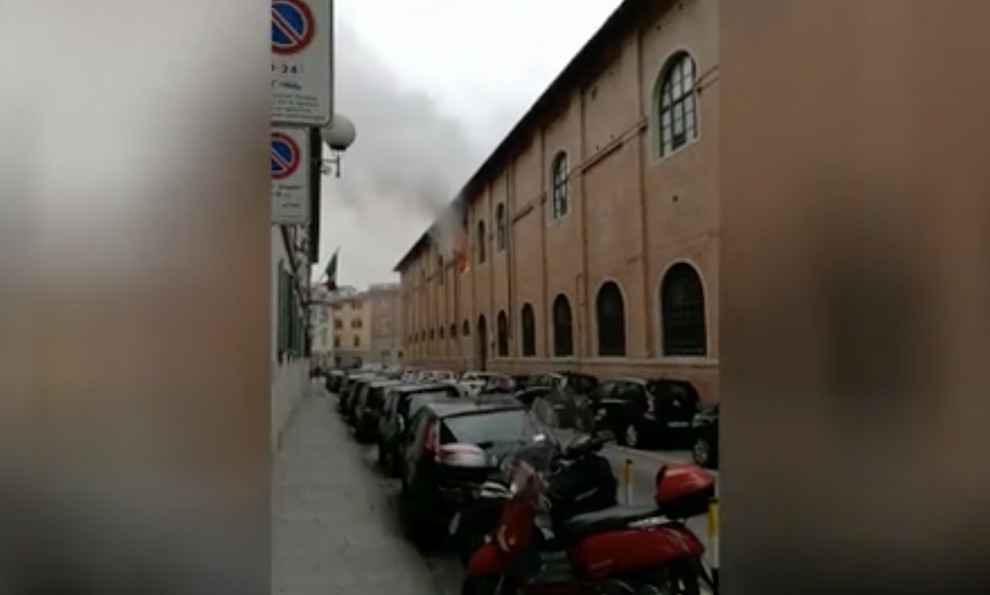 Firenze: fiamme in questura, morto un artificiere