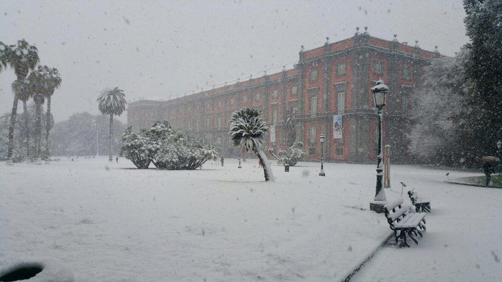 (FOTO) Neve a Napoli, traffico bloccato nell'aeroporto di Capodichino