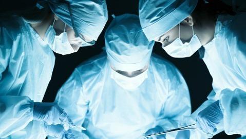Medico napoletano nell'equipe che ha trapiantato un volto per la terza volta