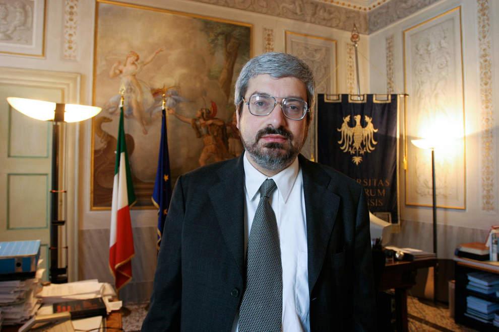 Udine, adesivi antisemiti contro l'ex sindaco Honsell