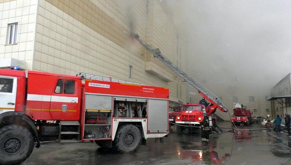 Russia, incendio in centro commerciale: 37 morti