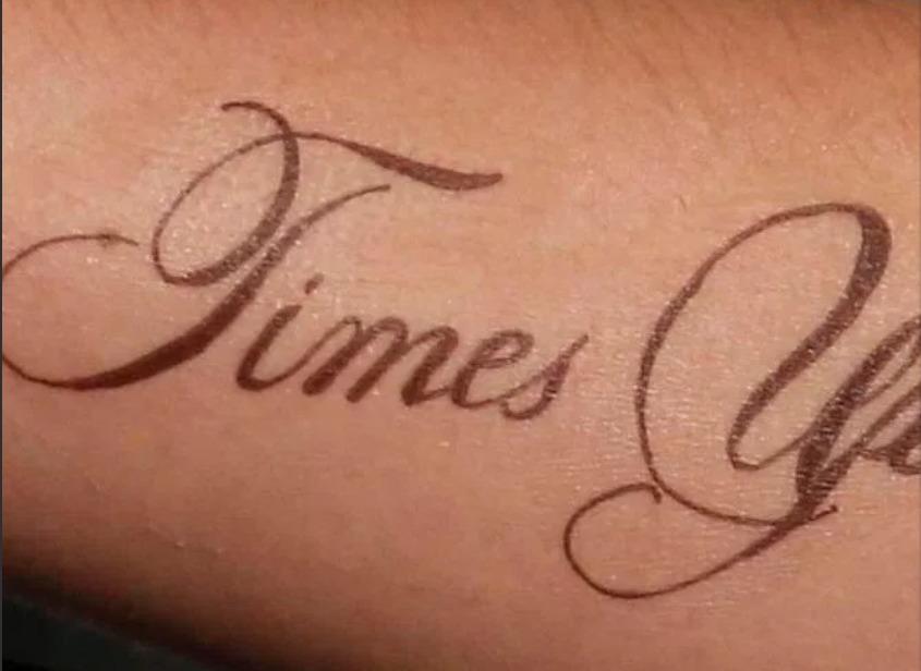 Emma Watson, tattoo in difesa delle donne... ma c'è un errore grammaticale!