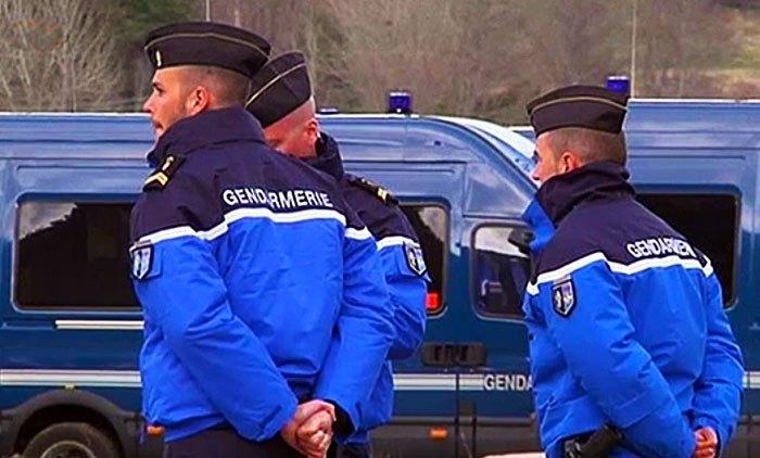 Francia: auto su gendarmi, nessun ferito