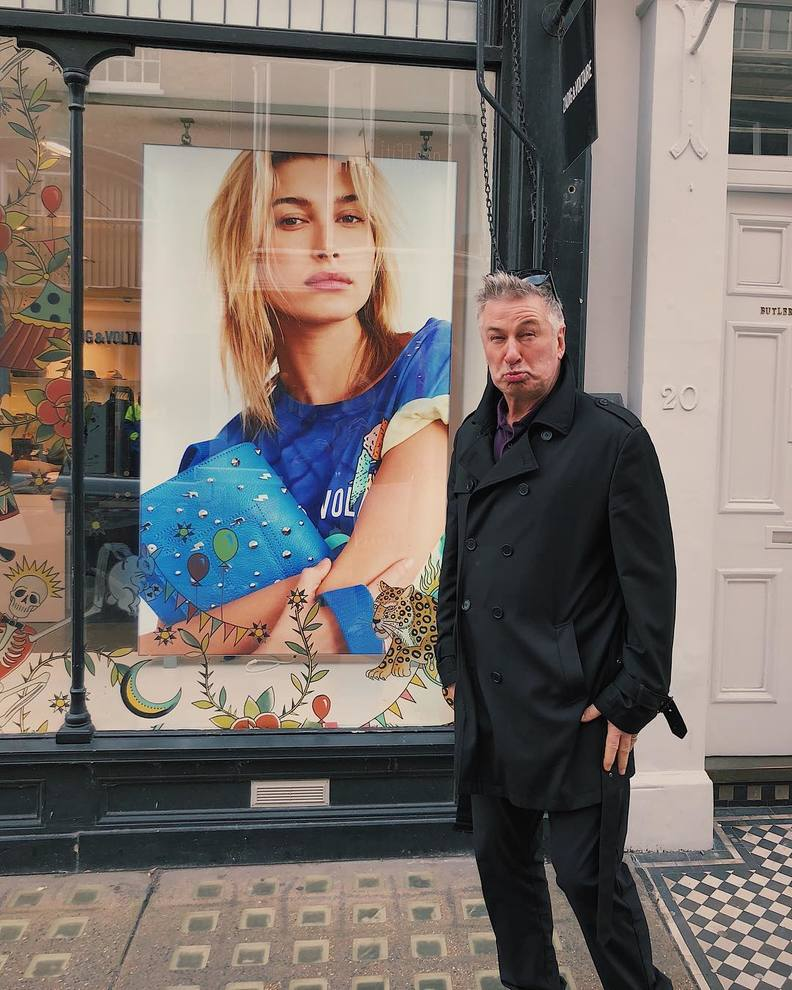 Ireland Baldwin come la madre Kim Basinger: posa nuda contro le pellicce