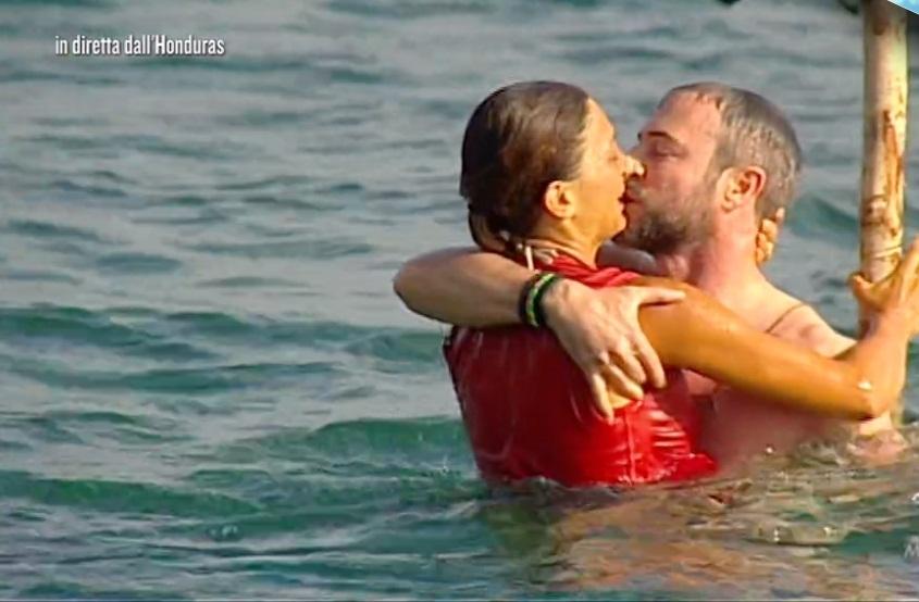 Daniele Bossari abbandona L'Isola dei Famosi? L'indiscrezione fa il giro del web