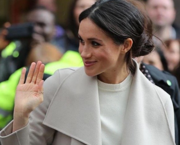 Meghan Markle, le foto in lingerie che imbarazzano Buckingham Palace