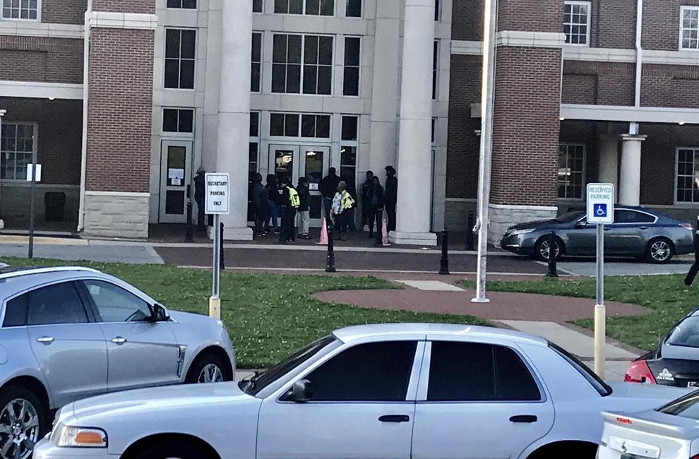 Spari in una scuola dell'Alabama, morta una 17enne