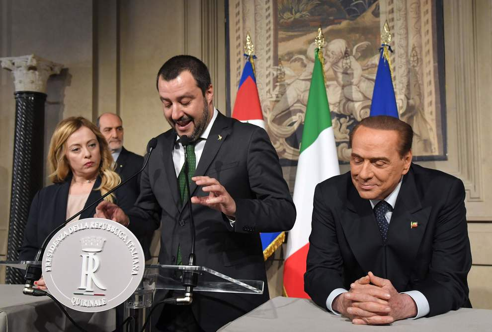 Governo, ultimatum Salvini a Berlusconi e Di Maio: