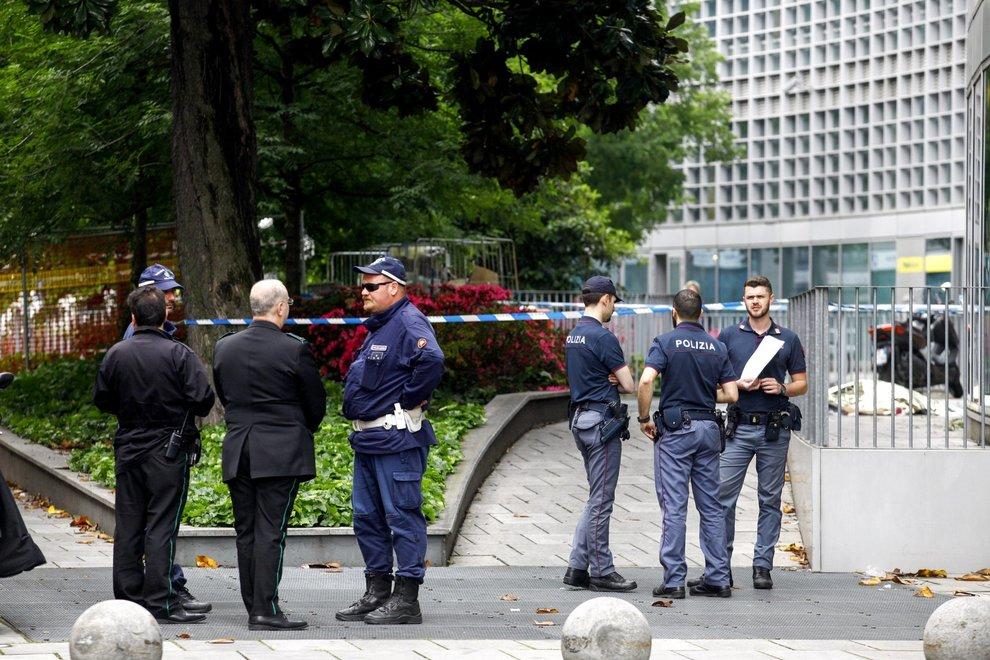 Tragedia al grattacielo della Regione Lombardia: donna precipita nel vuoto e muore
