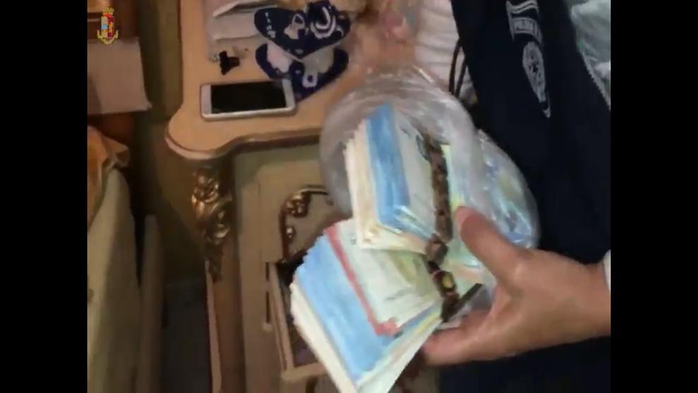 Droga: traffico e detenzione di cocaina, cinque arresti a Catania